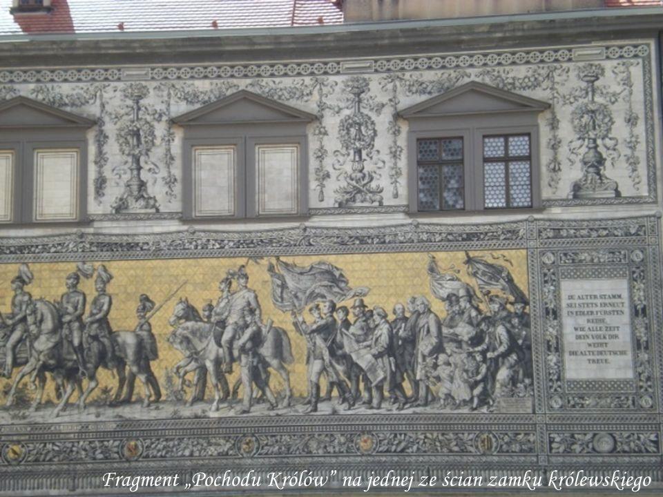 """Fragment """"Pochodu Królów na jednej ze ścian zamku królewskiego"""