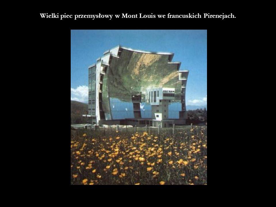 Wielki piec przemysłowy w Mont Louis we francuskich Pirenejach.