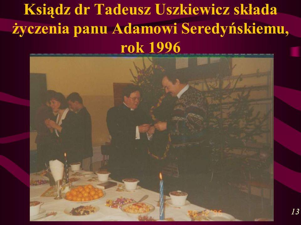Ksiądz dr Tadeusz Uszkiewicz składa życzenia panu Adamowi Seredyńskiemu, rok 1996