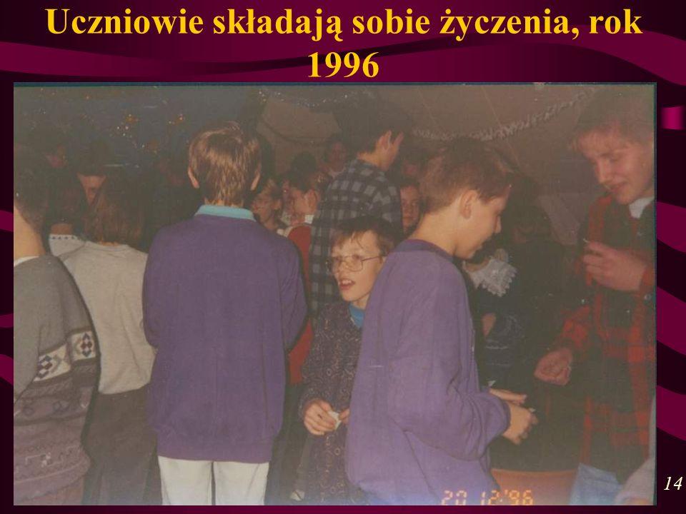 Uczniowie składają sobie życzenia, rok 1996