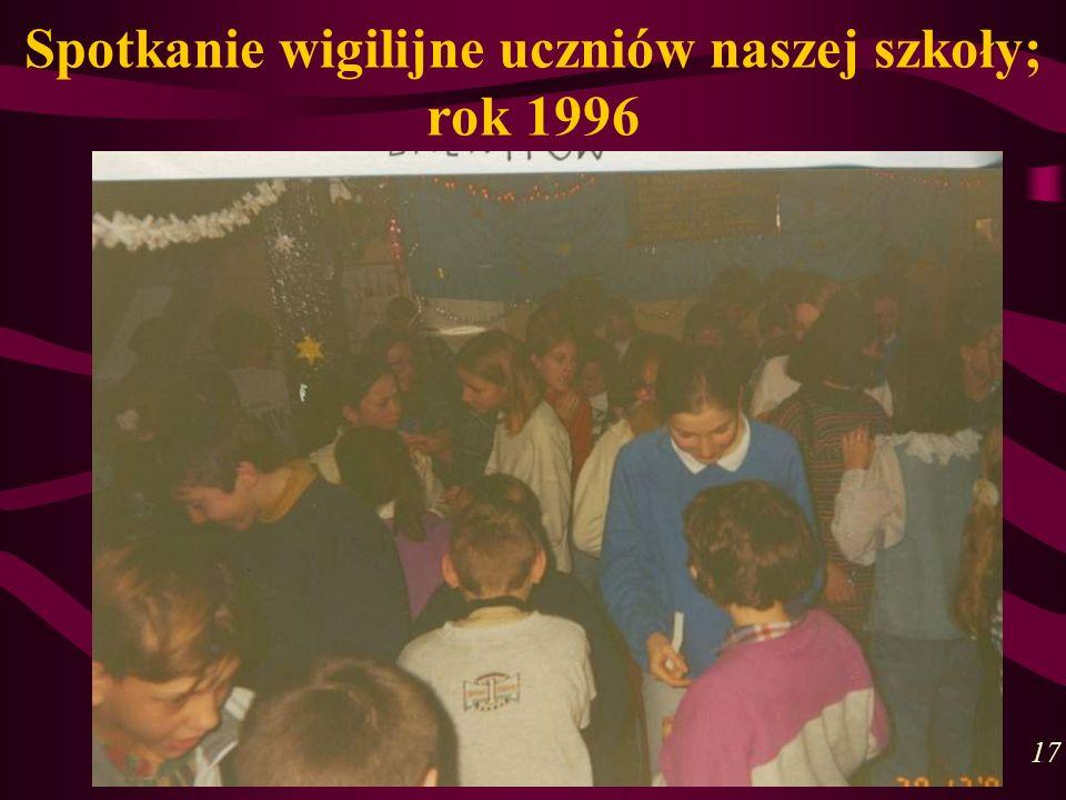 Spotkanie wigilijne uczniów naszej szkoły; rok 1996