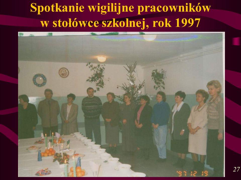Spotkanie wigilijne pracowników w stołówce szkolnej, rok 1997