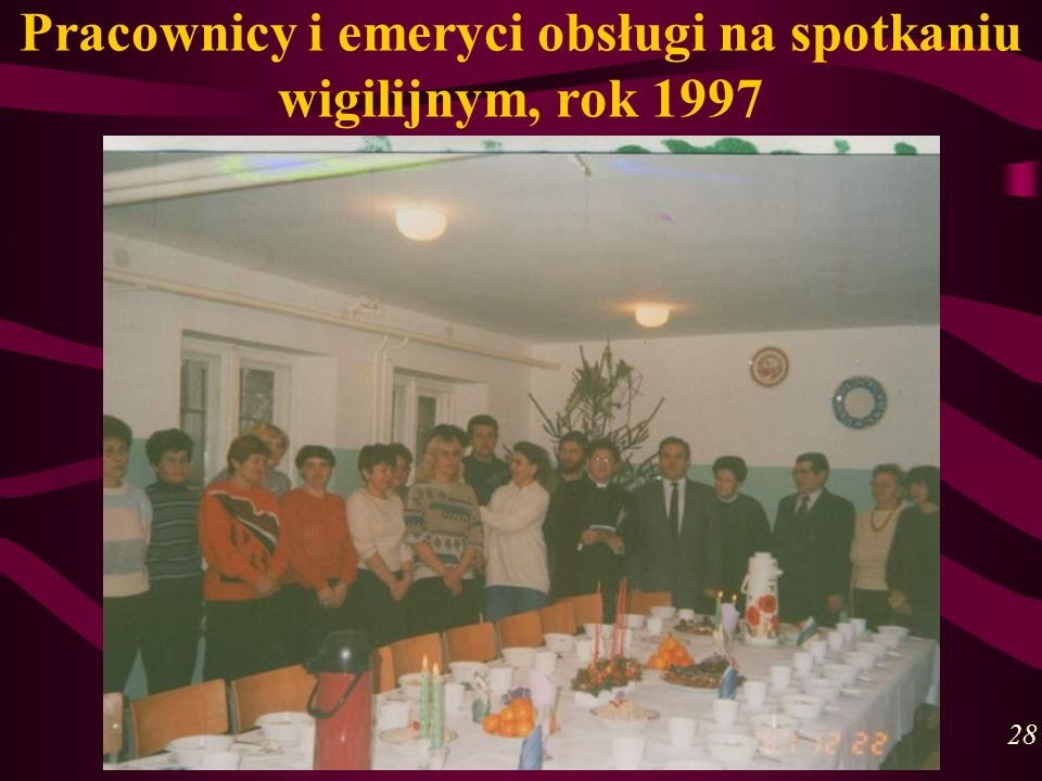 Pracownicy i emeryci obsługi na spotkaniu wigilijnym, rok 1997