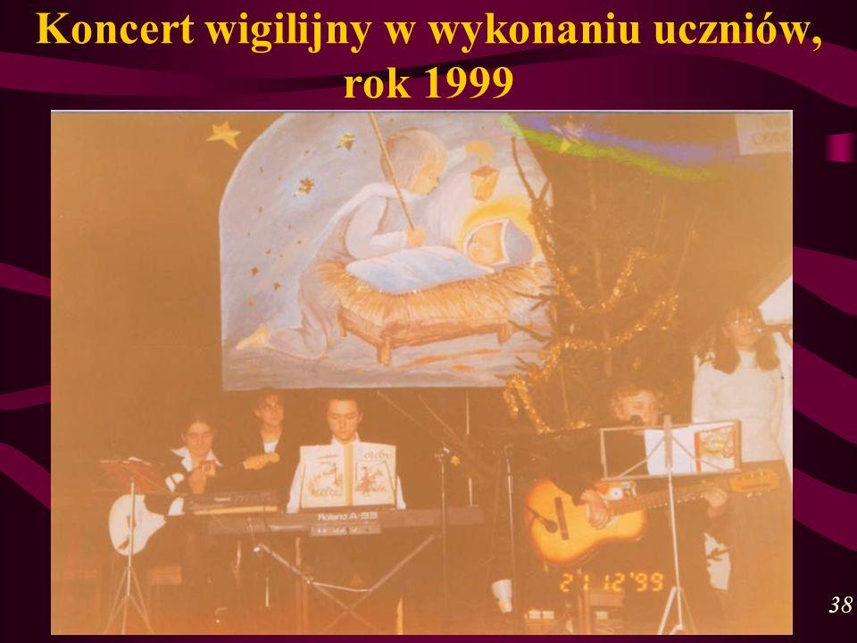 Koncert wigilijny w wykonaniu uczniów, rok 1999