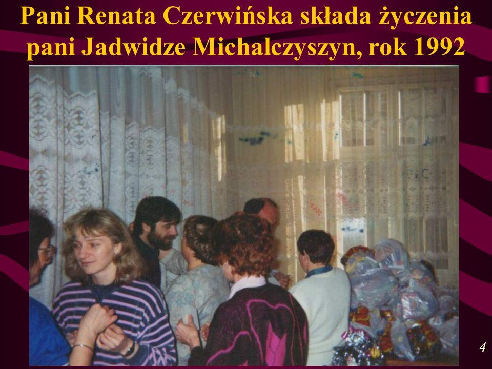 Pani Renata Czerwińska składa życzenia pani Jadwidze Michalczyszyn, rok 1992