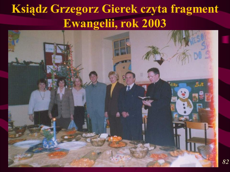 Ksiądz Grzegorz Gierek czyta fragment Ewangelii, rok 2003