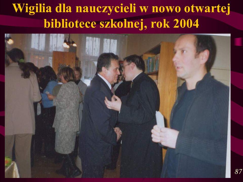Wigilia dla nauczycieli w nowo otwartej bibliotece szkolnej, rok 2004