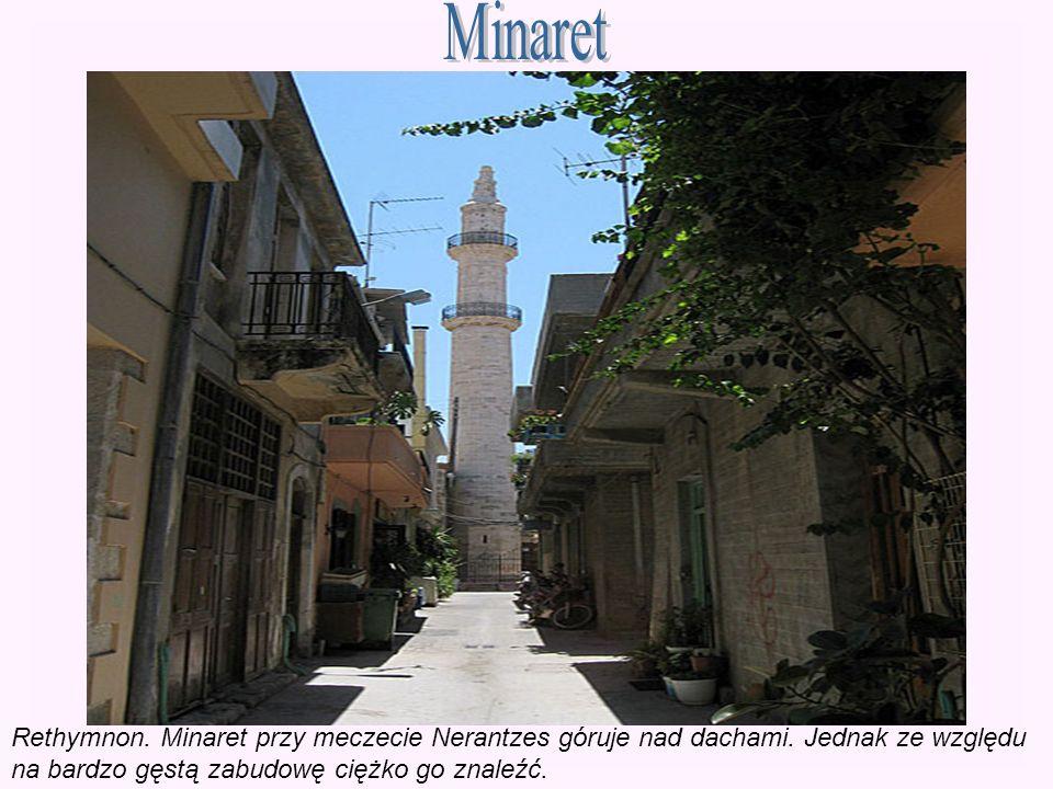 Minaret Rethymnon. Minaret przy meczecie Nerantzes góruje nad dachami.
