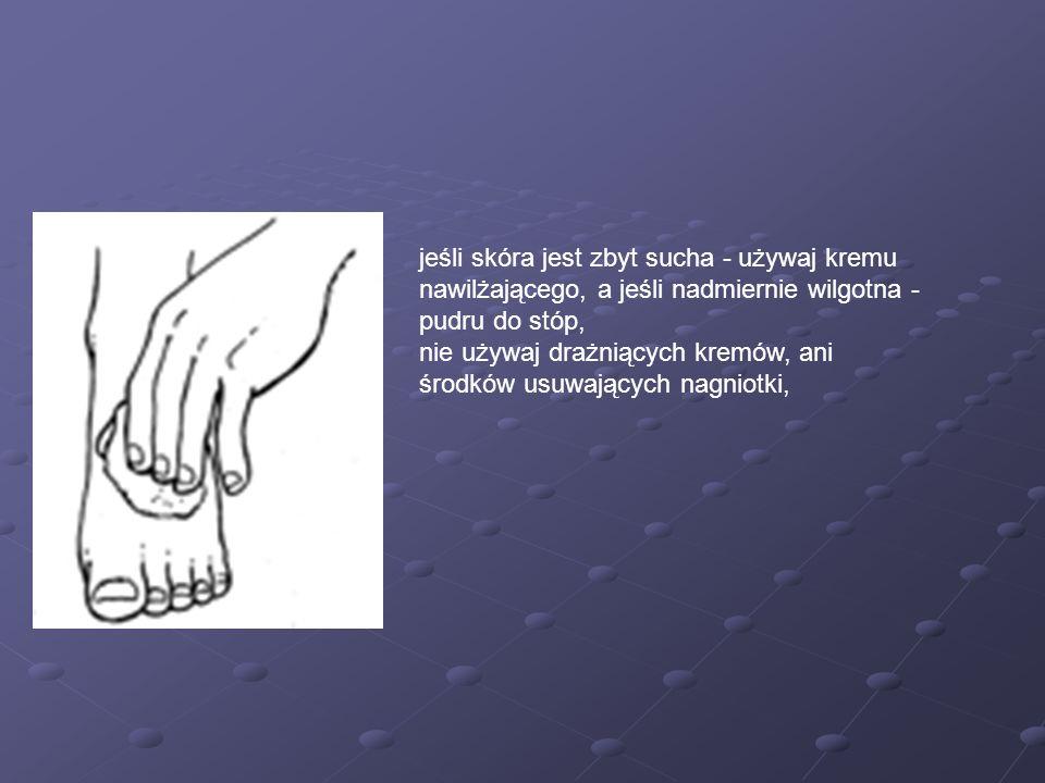 jeśli skóra jest zbyt sucha - używaj kremu nawilżającego, a jeśli nadmiernie wilgotna - pudru do stóp,