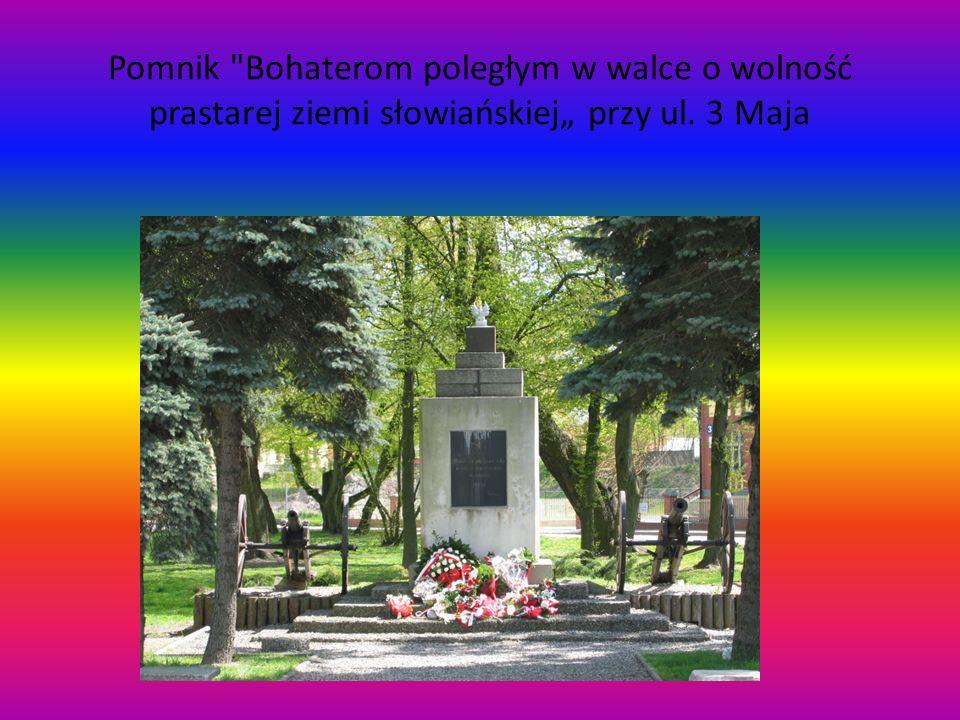 """Pomnik Bohaterom poległym w walce o wolność prastarej ziemi słowiańskiej"""" przy ul. 3 Maja"""