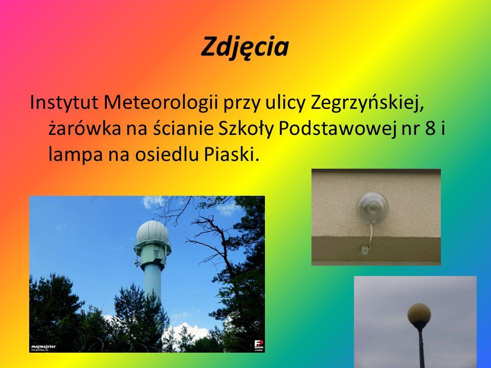 ZdjęciaInstytut Meteorologii przy ulicy Zegrzyńskiej, żarówka na ścianie Szkoły Podstawowej nr 8 i lampa na osiedlu Piaski.
