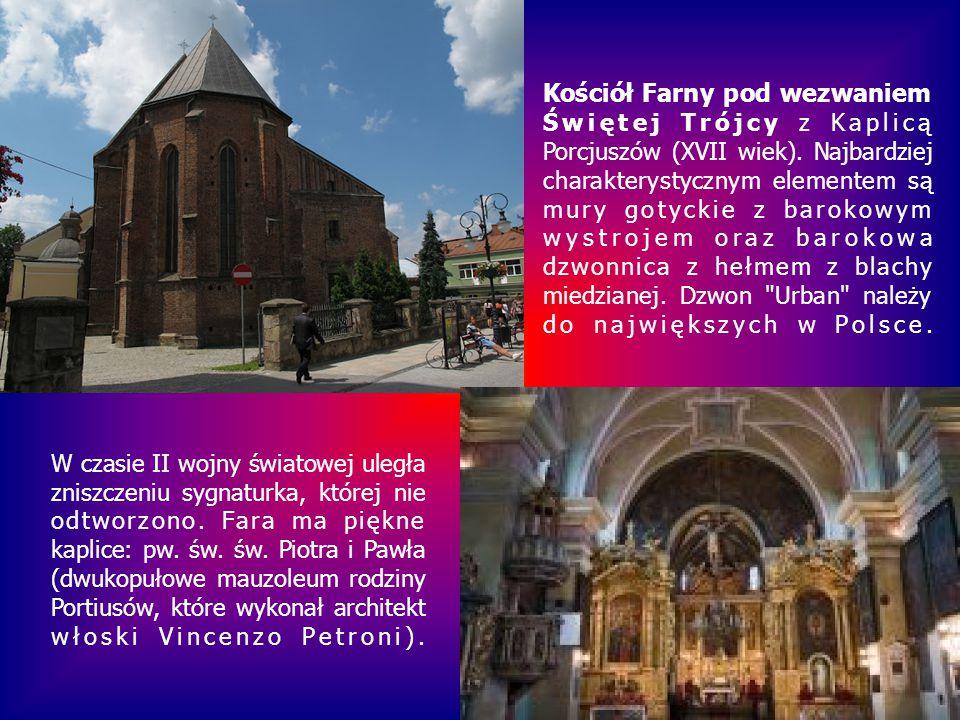 Kościół Farny pod wezwaniem Świętej Trójcy z Kaplicą Porcjuszów (XVII wiek). Najbardziej charakterystycznym elementem są mury gotyckie z barokowym wystrojem oraz barokowa dzwonnica z hełmem z blachy miedzianej. Dzwon Urban należy do największych w Polsce.