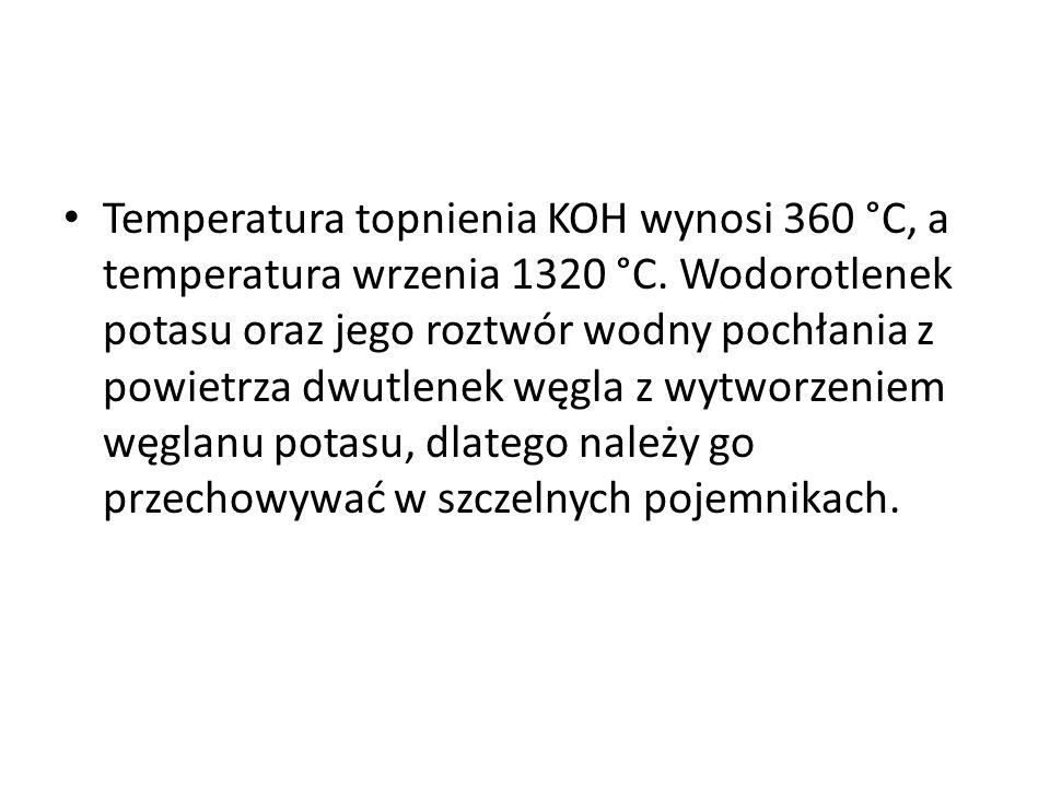 Temperatura topnienia KOH wynosi 360 °C, a temperatura wrzenia 1320 °C