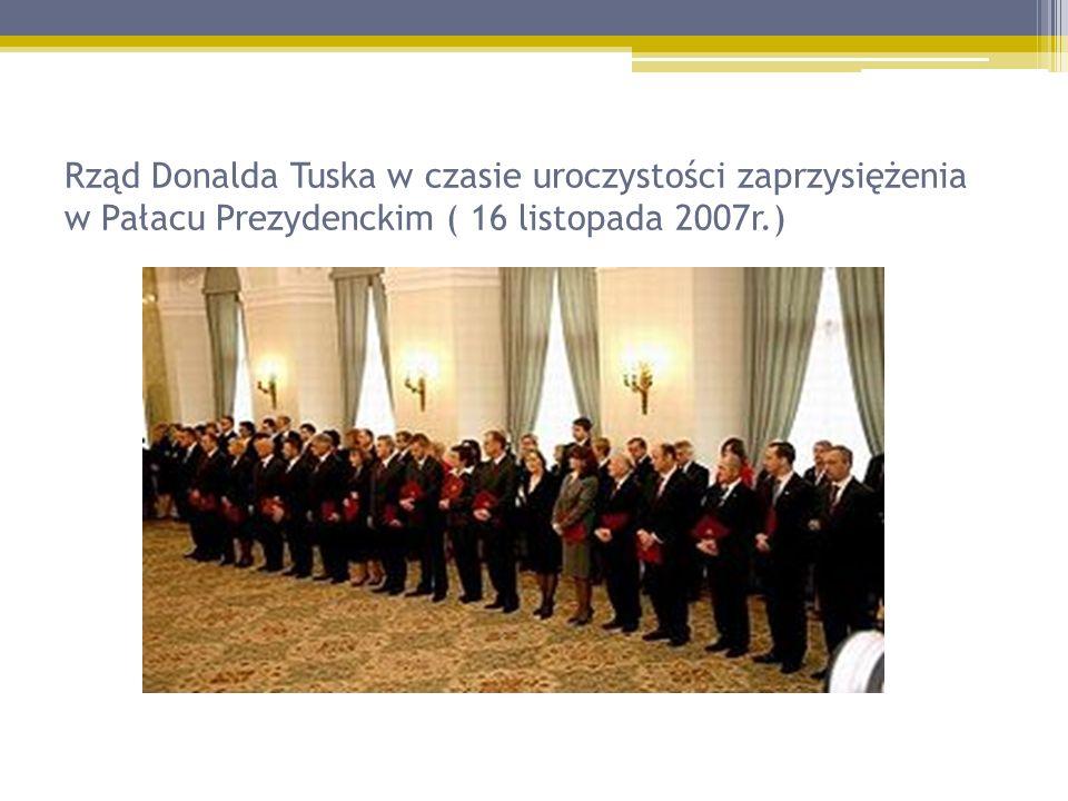 Rząd Donalda Tuska w czasie uroczystości zaprzysiężenia w Pałacu Prezydenckim ( 16 listopada 2007r.)