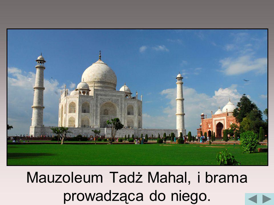 Mauzoleum Tadż Mahal, i brama prowadząca do niego.