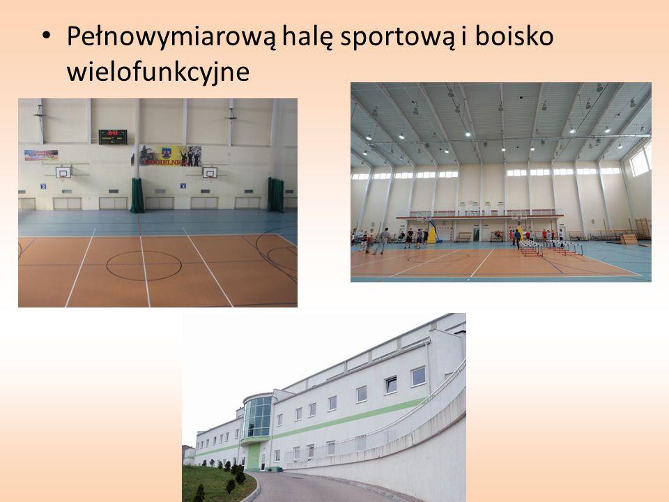 Pełnowymiarową halę sportową i boisko wielofunkcyjne