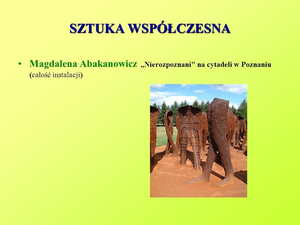 """SZTUKA WSPÓŁCZESNA Magdalena Abakanowicz """"Nierozpoznani na cytadeli w Poznaniu (całość instalacji)"""