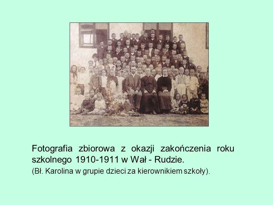 Fotografia zbiorowa z okazji zakończenia roku szkolnego 1910-1911 w Wał - Rudzie.