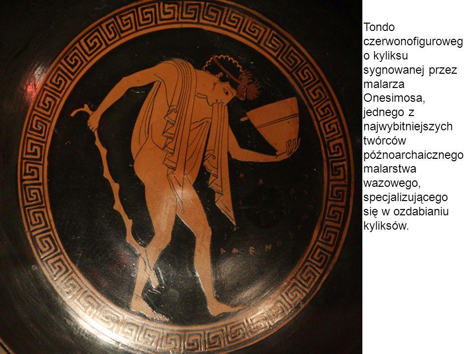 Tondo czerwonofigurowego kyliksu sygnowanej przez malarza Onesimosa, jednego z najwybitniejszych twórców późnoarchaicznego malarstwa wazowego, specjalizującego się w ozdabianiu kyliksów.