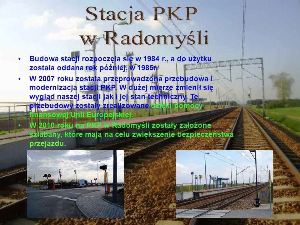 Stacja PKP w Radomyśli. Budowa stacji rozpoczęła się w 1984 r., a do użytku została oddana rok później, w 1985r.