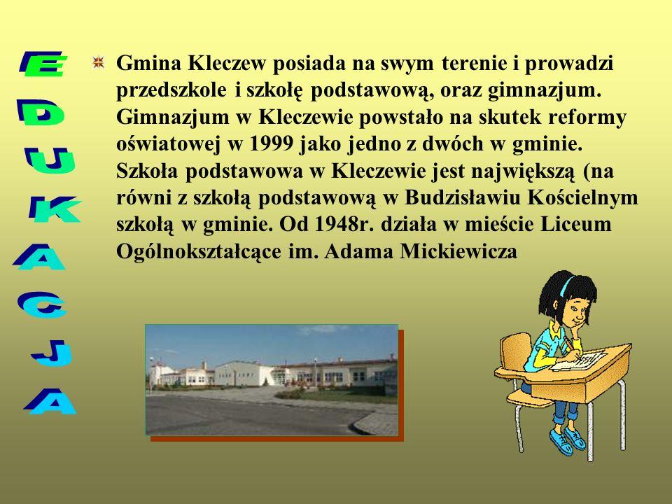 Gmina Kleczew posiada na swym terenie i prowadzi przedszkole i szkołę podstawową, oraz gimnazjum. Gimnazjum w Kleczewie powstało na skutek reformy oświatowej w 1999 jako jedno z dwóch w gminie. Szkoła podstawowa w Kleczewie jest największą (na równi z szkołą podstawową w Budzisławiu Kościelnym szkołą w gminie. Od 1948r. działa w mieście Liceum Ogólnokształcące im. Adama Mickiewicza