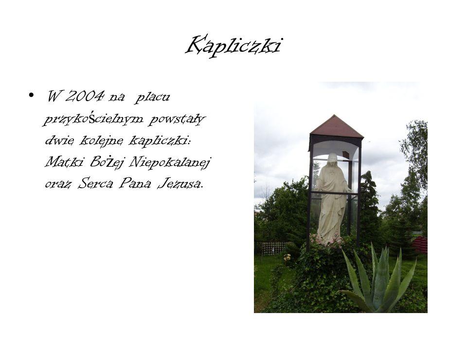 Kapliczki W 2004 na placu przykościelnym powstały dwie kolejne kapliczki: Matki Bożej Niepokalanej oraz Serca Pana Jezusa.
