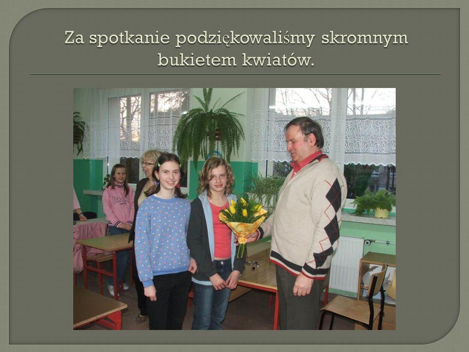 Za spotkanie podziękowaliśmy skromnym bukietem kwiatów.