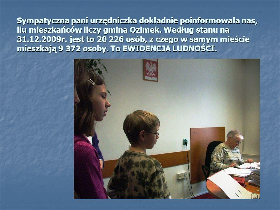 Sympatyczna pani urzędniczka dokładnie poinformowała nas, ilu mieszkańców liczy gmina Ozimek.