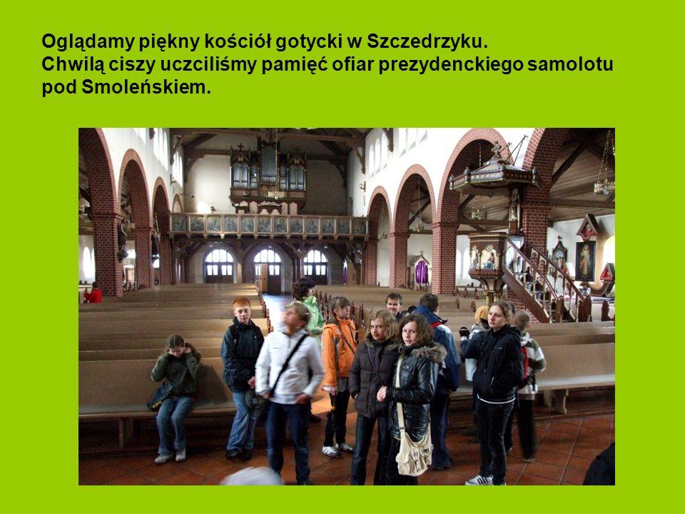 Oglądamy piękny kościół gotycki w Szczedrzyku