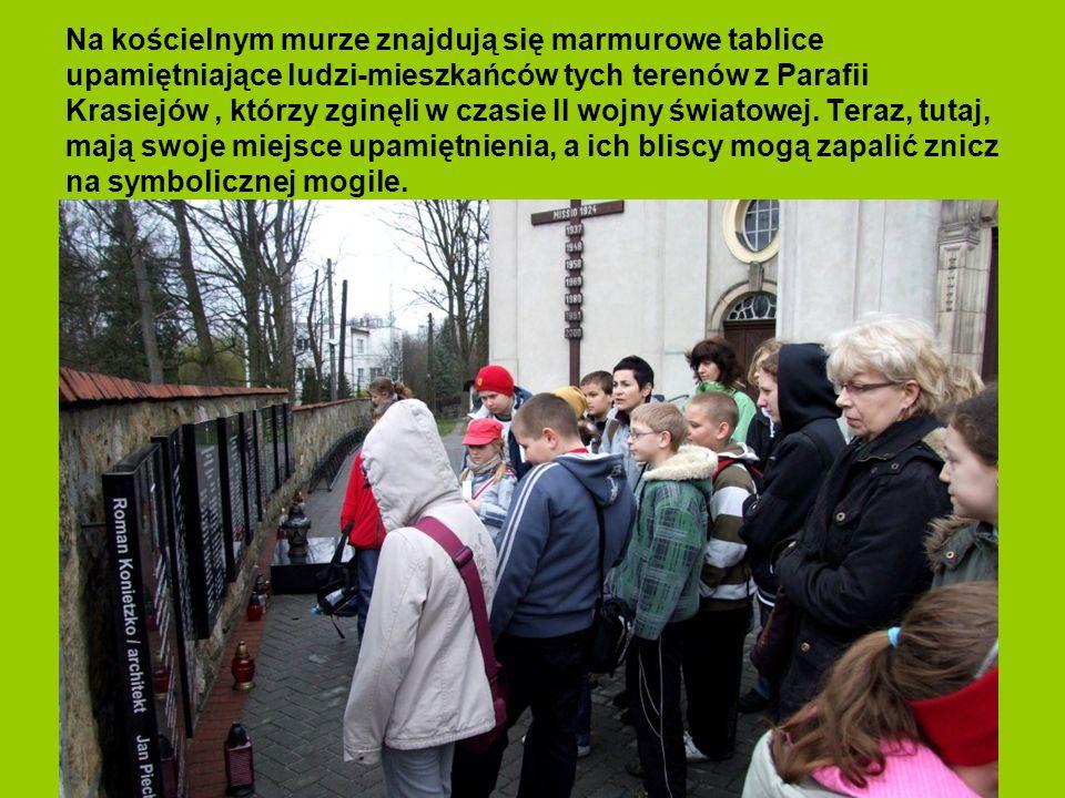 Na kościelnym murze znajdują się marmurowe tablice upamiętniające ludzi-mieszkańców tych terenów z Parafii Krasiejów , którzy zginęli w czasie II wojny światowej.