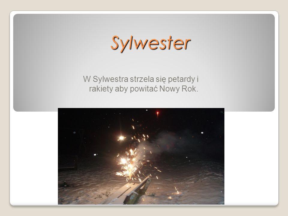 W Sylwestra strzela się petardy i rakiety aby powitać Nowy Rok.