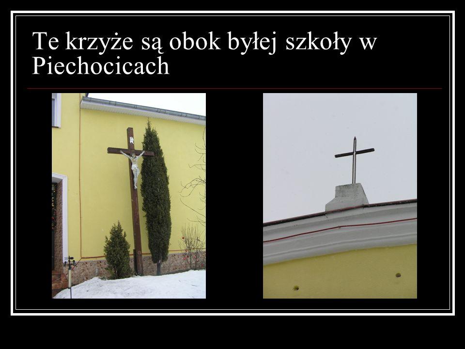 Te krzyże są obok byłej szkoły w Piechocicach