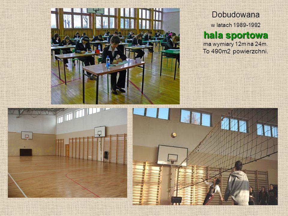 hala sportowa Dobudowana To 490m2 powierzchni. w latach 1989-1992