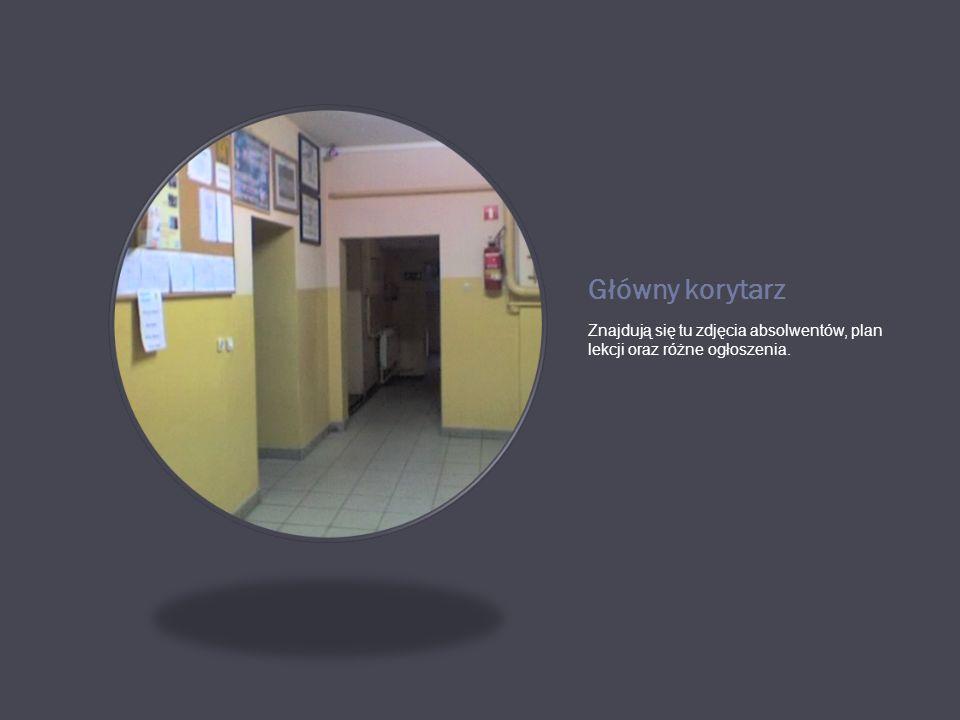 Główny korytarz Znajdują się tu zdjęcia absolwentów, plan lekcji oraz różne ogłoszenia.