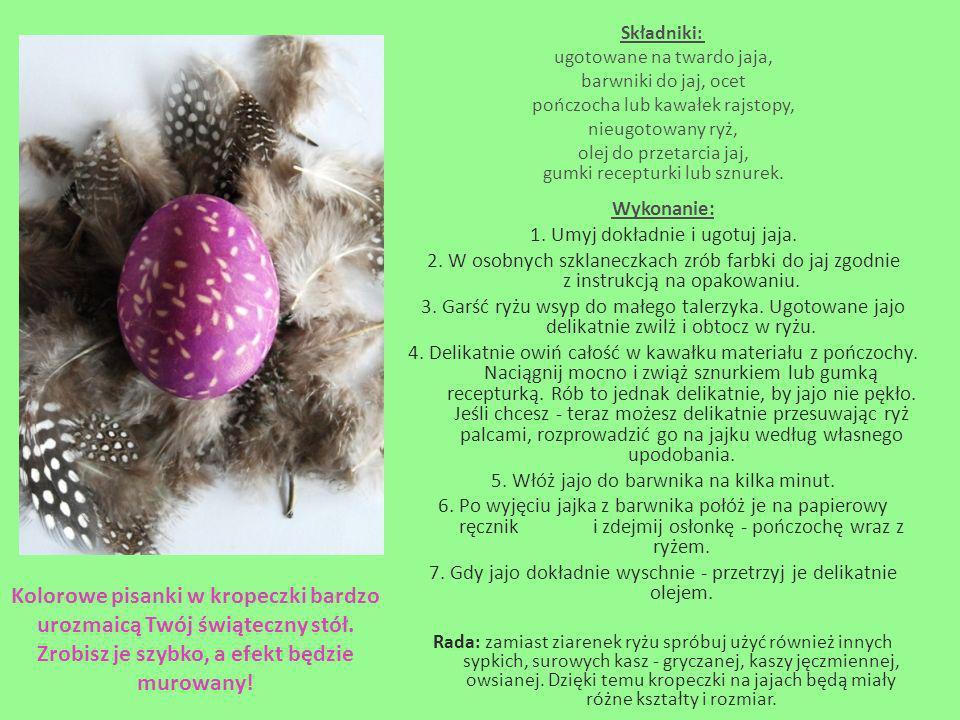 Składniki: ugotowane na twardo jaja, barwniki do jaj, ocet. pończocha lub kawałek rajstopy, nieugotowany ryż,
