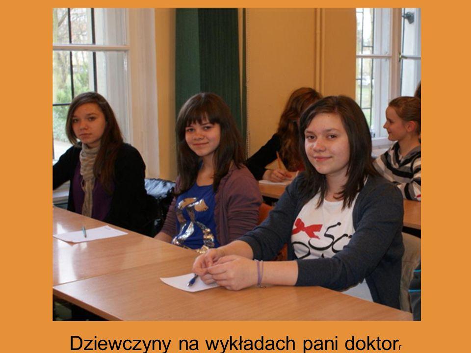 Dziewczyny na wykładach pani doktorr