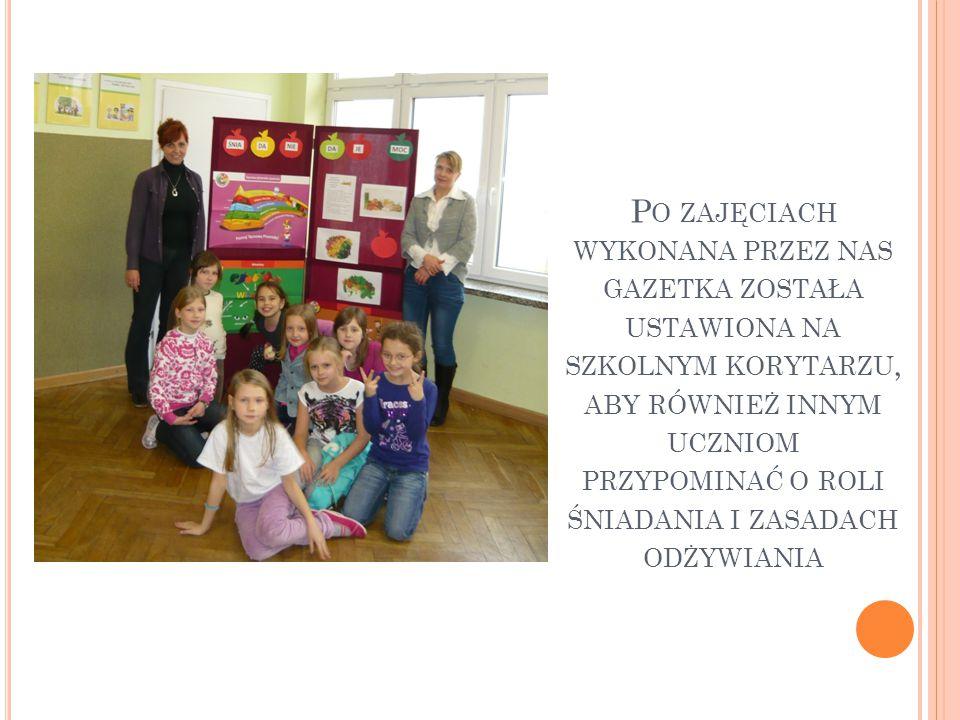 Po zajęciach wykonana przez nas gazetka została ustawiona na szkolnym korytarzu, aby również innym uczniom przypominać o roli śniadania i zasadach odżywiania