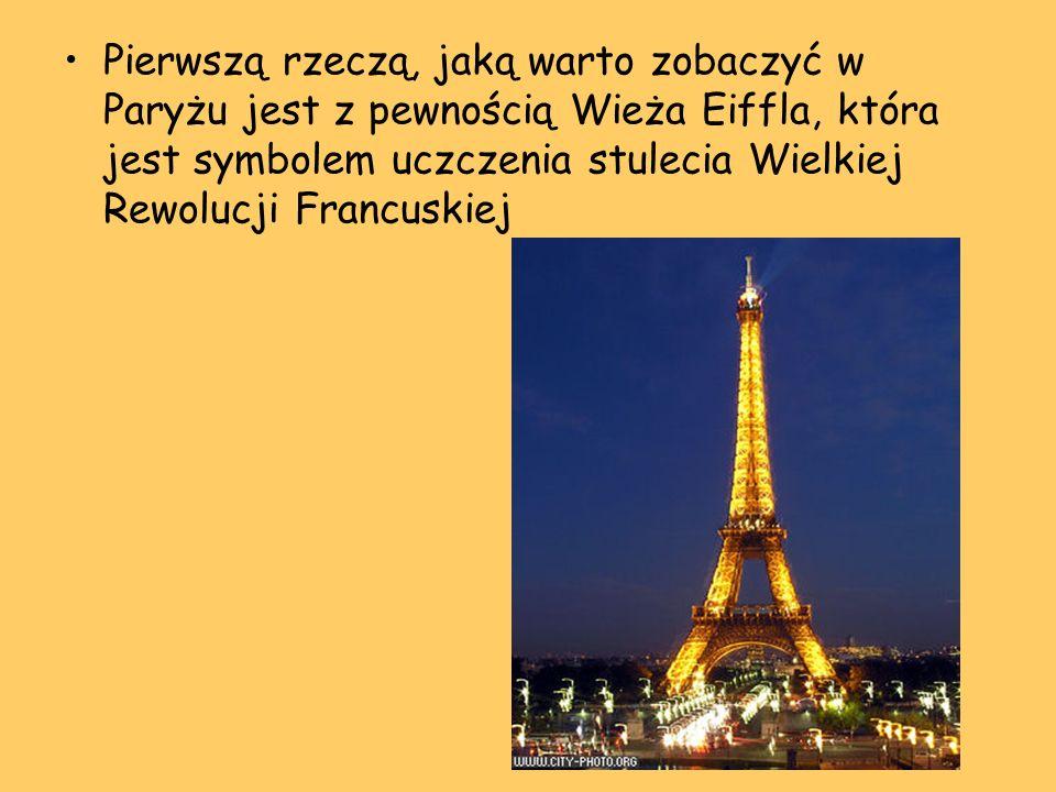 Pierwszą rzeczą, jaką warto zobaczyć w Paryżu jest z pewnością Wieża Eiffla, która jest symbolem uczczenia stulecia Wielkiej Rewolucji Francuskiej