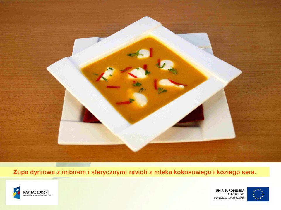Zupa dyniowa z imbirem i sferycznymi ravioli z mleka kokosowego i koziego sera.