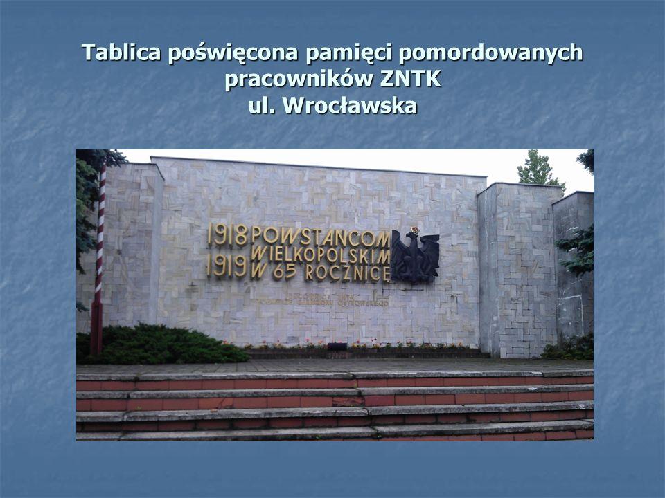 Tablica poświęcona pamięci pomordowanych pracowników ZNTK ul