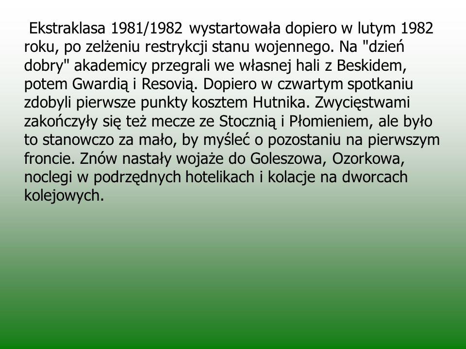 Ekstraklasa 1981/1982 wystartowała dopiero w lutym 1982 roku, po zelżeniu restrykcji stanu wojennego.