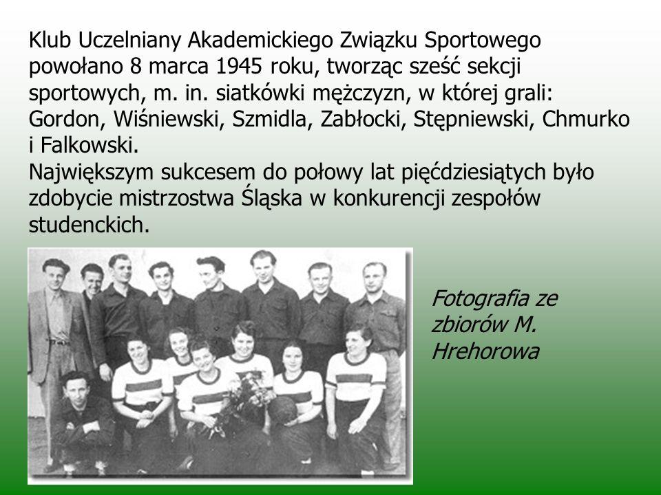 Klub Uczelniany Akademickiego Związku Sportowego powołano 8 marca 1945 roku, tworząc sześć sekcji sportowych, m. in. siatkówki mężczyzn, w której grali: Gordon, Wiśniewski, Szmidla, Zabłocki, Stępniewski, Chmurko i Falkowski. Największym sukcesem do połowy lat pięćdziesiątych było zdobycie mistrzostwa Śląska w konkurencji zespołów studenckich.