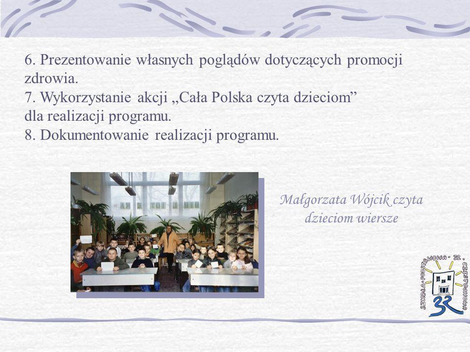 Małgorzata Wójcik czyta dzieciom wiersze