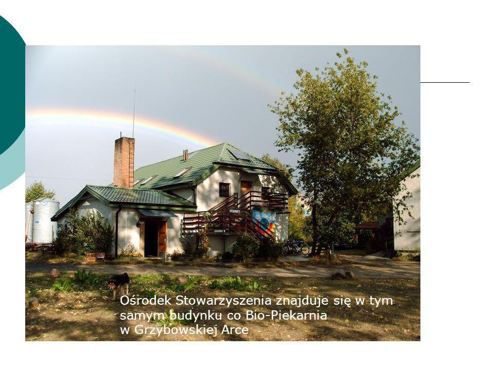Ośrodek Stowarzyszenia znajduje się w tym samym budynku co Bio-Piekarnia w Grzybowskiej Arce