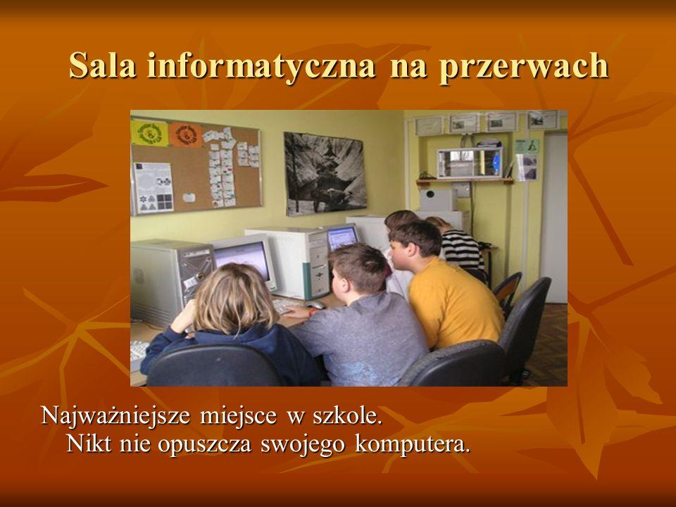 Sala informatyczna na przerwach