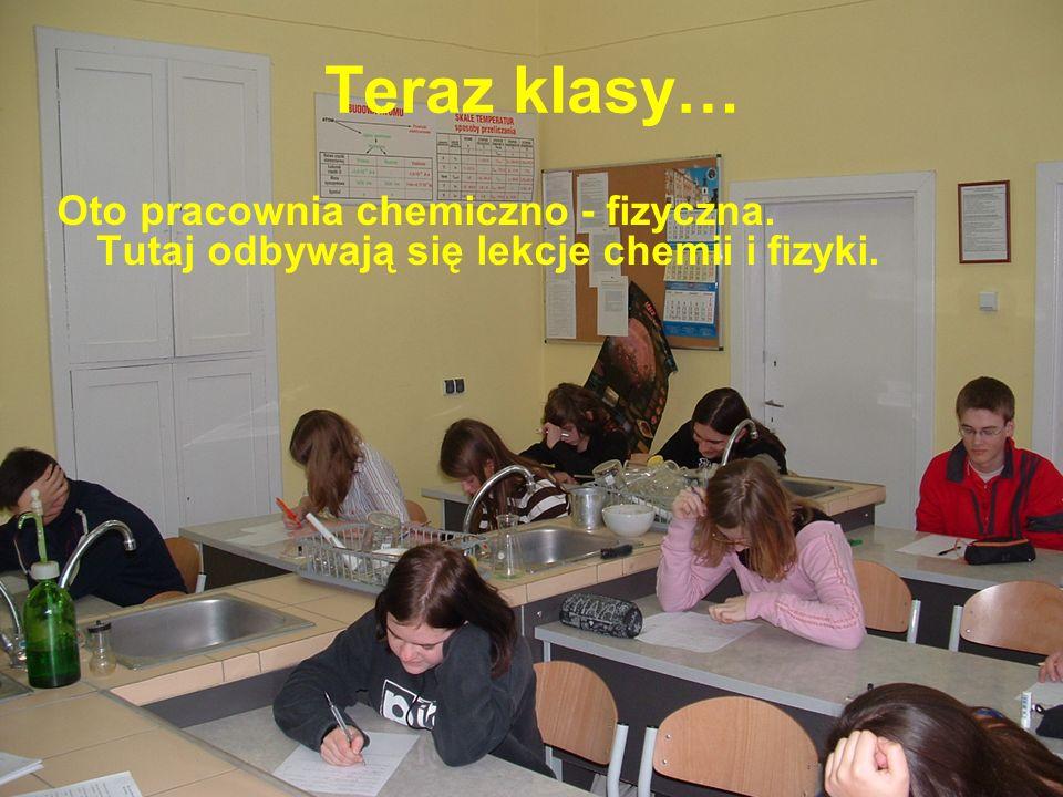Teraz klasy… Oto pracownia chemiczno - fizyczna. Tutaj odbywają się lekcje chemii i fizyki.