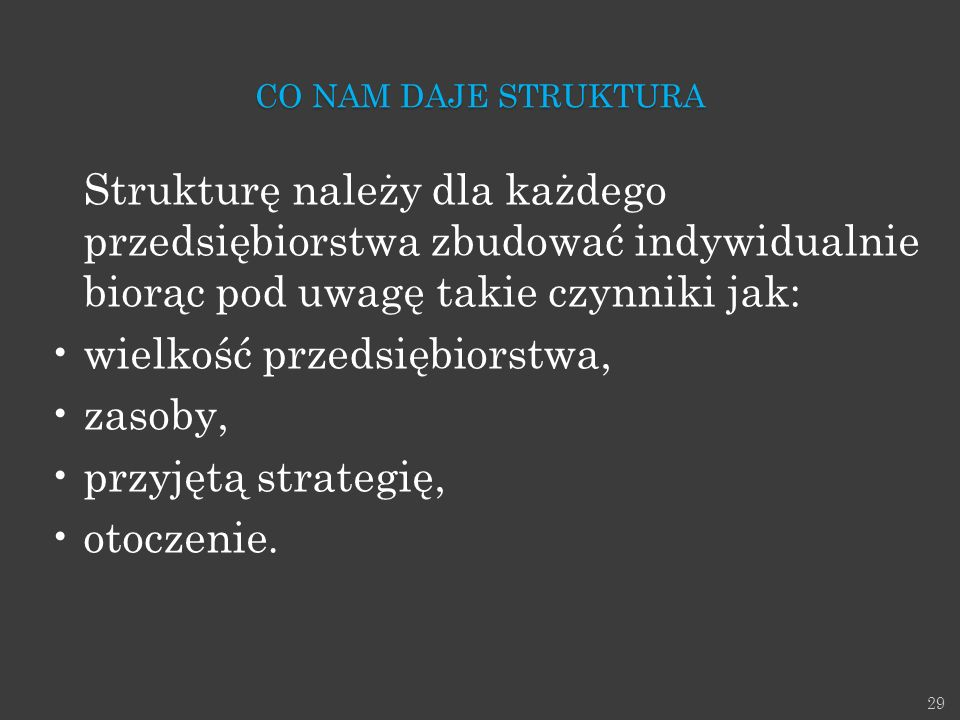wielkość przedsiębiorstwa, zasoby, przyjętą strategię, otoczenie.