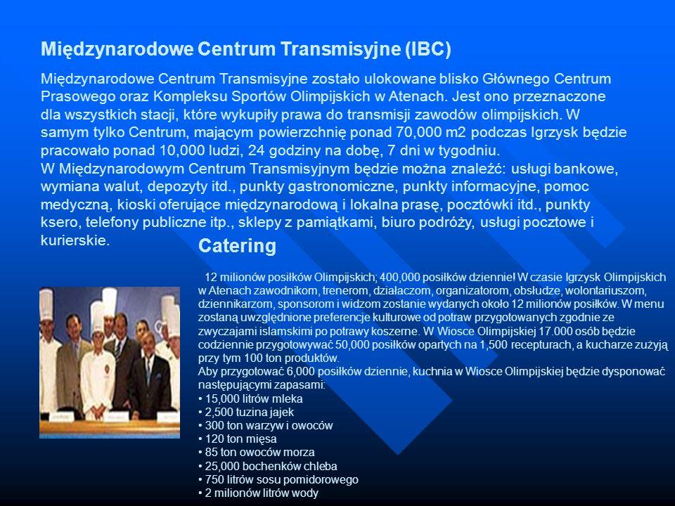 Międzynarodowe Centrum Transmisyjne (IBC) Międzynarodowe Centrum Transmisyjne zostało ulokowane blisko Głównego Centrum Prasowego oraz Kompleksu Sportów Olimpijskich w Atenach. Jest ono przeznaczone dla wszystkich stacji, które wykupiły prawa do transmisji zawodów olimpijskich. W samym tylko Centrum, mającym powierzchnię ponad 70,000 m2 podczas Igrzysk będzie pracowało ponad 10,000 ludzi, 24 godziny na dobę, 7 dni w tygodniu. W Międzynarodowym Centrum Transmisyjnym będzie można znaleźć: usługi bankowe, wymiana walut, depozyty itd., punkty gastronomiczne, punkty informacyjne, pomoc medyczną, kioski oferujące międzynarodową i lokalna prasę, pocztówki itd., punkty ksero, telefony publiczne itp., sklepy z pamiątkami, biuro podróży, usługi pocztowe i kurierskie.