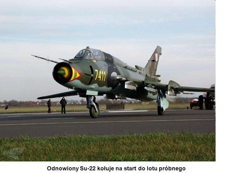 Odnowiony Su-22 kołuje na start do lotu próbnego