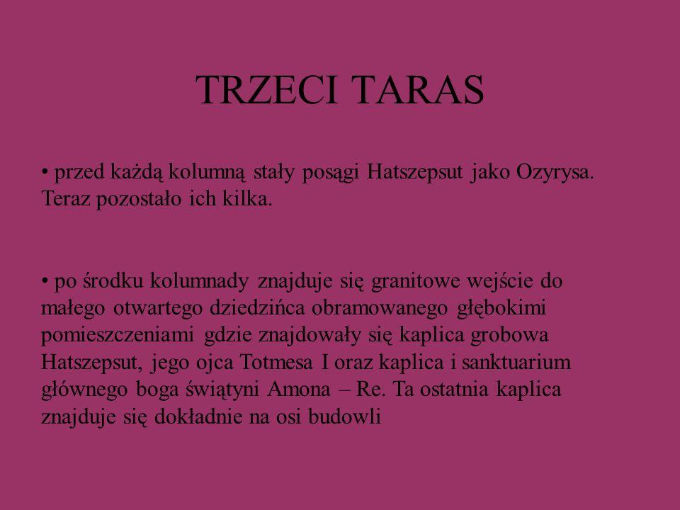 TRZECI TARAS przed każdą kolumną stały posągi Hatszepsut jako Ozyrysa. Teraz pozostało ich kilka.